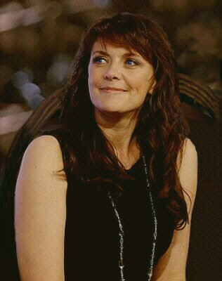 Amanda Tapping as
